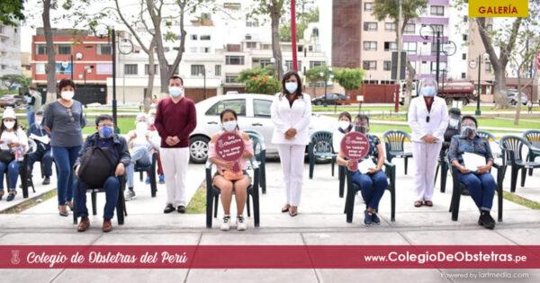 Se desarrolló con exito la vacunación de obstetras en el Colegio de Obstetras del Perú