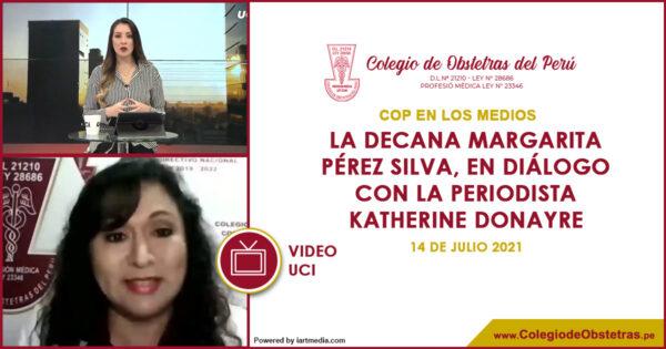 La decana Margarita Pérez Silva, en diálogo con la periodista Katherine Donayre