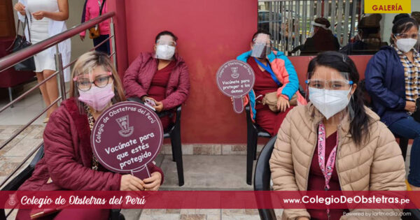 Se inicia el segundo día de vacunación en las instalaciones del Colegio de Obstetras del Perú