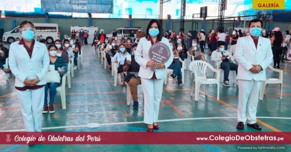 Segunda dosis de la vacuna contra la COVID-19 a obstetras de la práctica privada en Lima Centro