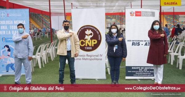 Aplicación de la primera dosis de la vacuna a obstetras del sector privado de Lima y Callao