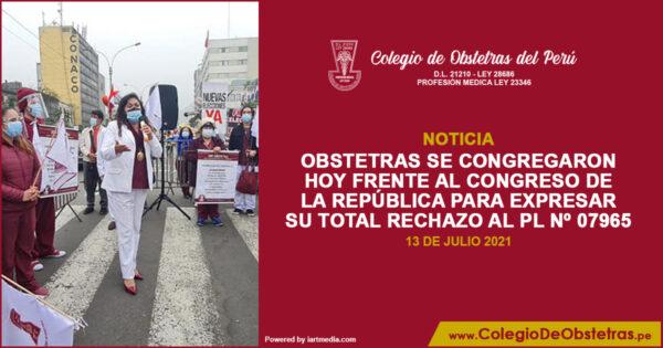 Obstetras se congregaron hoy frente al Congreso de la República para expresar su total rechazo al PL Nº 07965